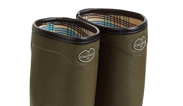 La semelle bi-densité crantée absorbe les chocs et offre une meilleure adhérence et une réduction de la fatigue efficace. La semelle extérieure résistante à l'abrasion offre aux pieds une parfaite adhérence aux sols mous, boueux, glissants et accidentés.