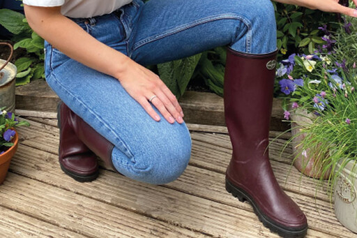 Shop the women's Giverny boot for all terrains.