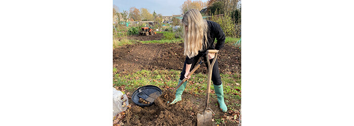 Daisy (@gardentogarnish) picking her allotment's vegetables for a winter soup